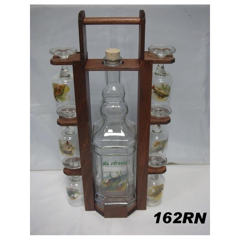 Fľaša 2L v drevenom stojane s pohármi ryby