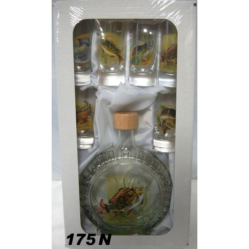 Fľaša slivovica s pohármi ryby